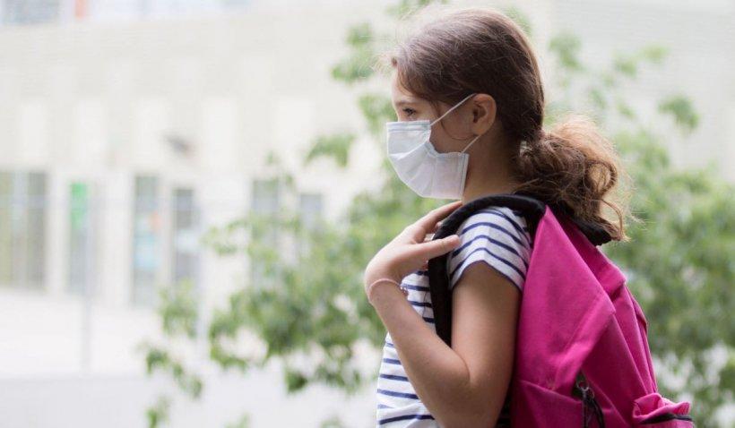 Copiii sunt la fel de vulnerabili ca adulții și pot răspândi coronavirusul la vârstnici