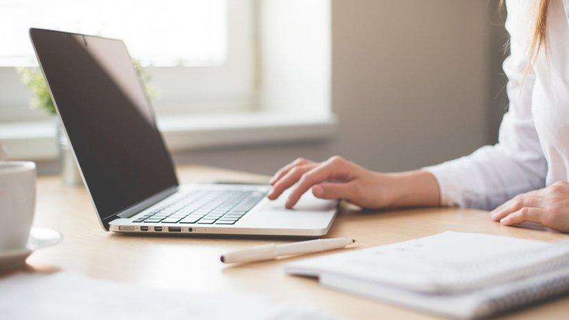 Ministerul Educației cere școlilor din România să raporteze numărul elevilor și al profesorilor care nu au posibilitatea să participe la cursurile online