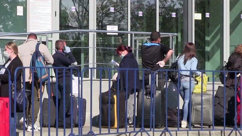 Aeroportul din Iași a fost aglomerat: Sute de români au plecat la muncă în Germania