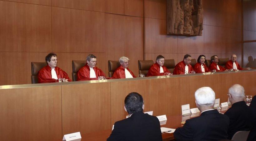 Magistrații condamnă atacurile la adresa CCR