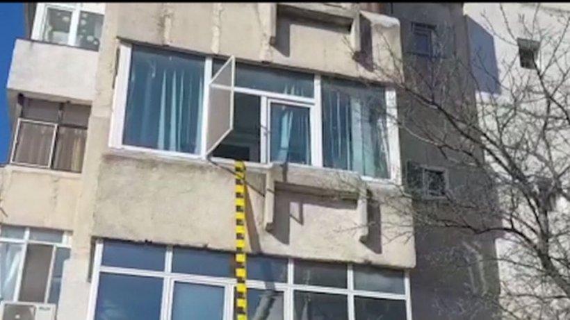 Un copil de doi ani a murit, după ce a căzut de la etajul 5 al unui bloc din București