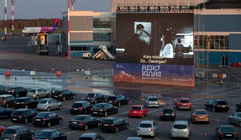 Cum se vor desfăsura evenimentele de tip drive-in. Cinema și concerte live, văzute din mașină