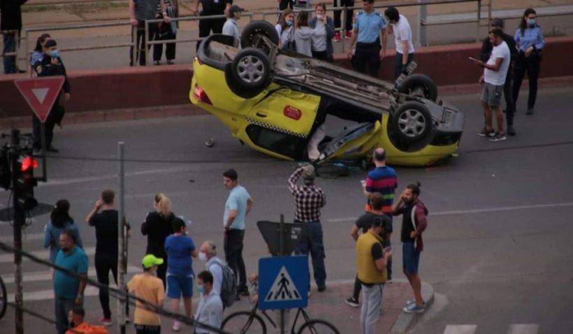 Accident în sectorul 3 din Capitală: un taxi s-a răsturnat pe bulevard