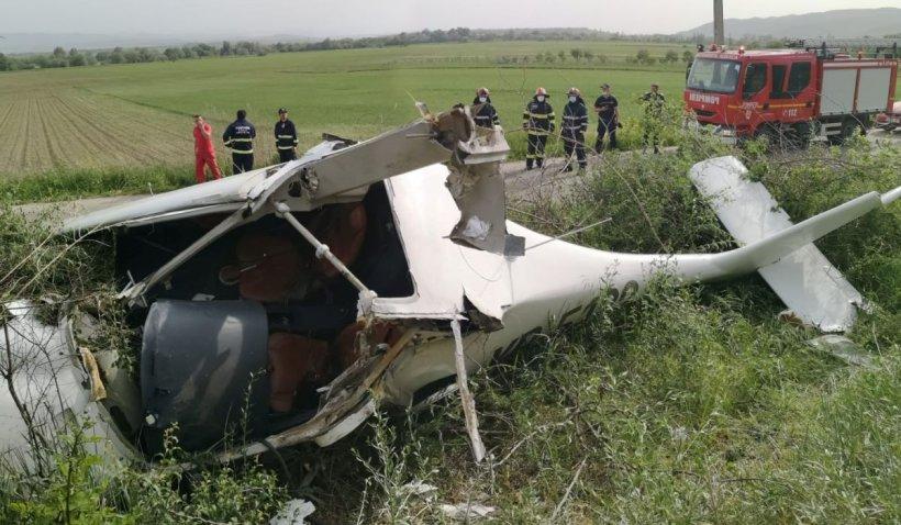 Un avion de mici dimensiuni a aterizat forţat în judeţul Alba