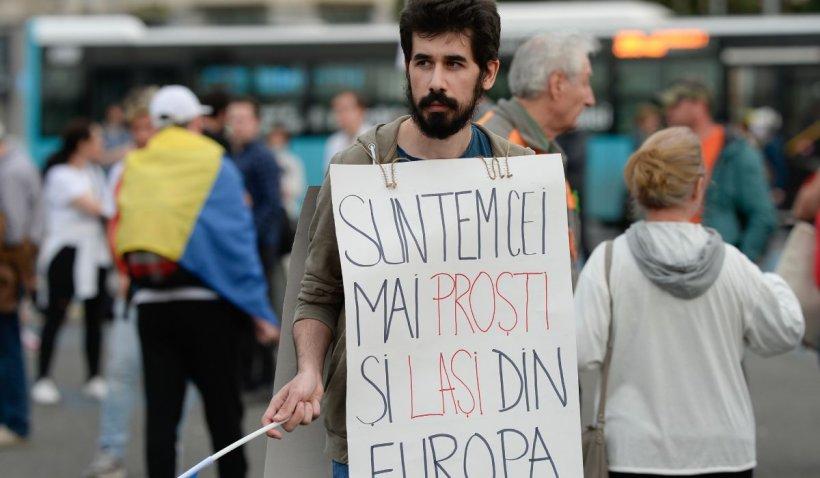 Protest în Piața Victoriei împotriva Guvernului, a restricțiilor și a presei din România