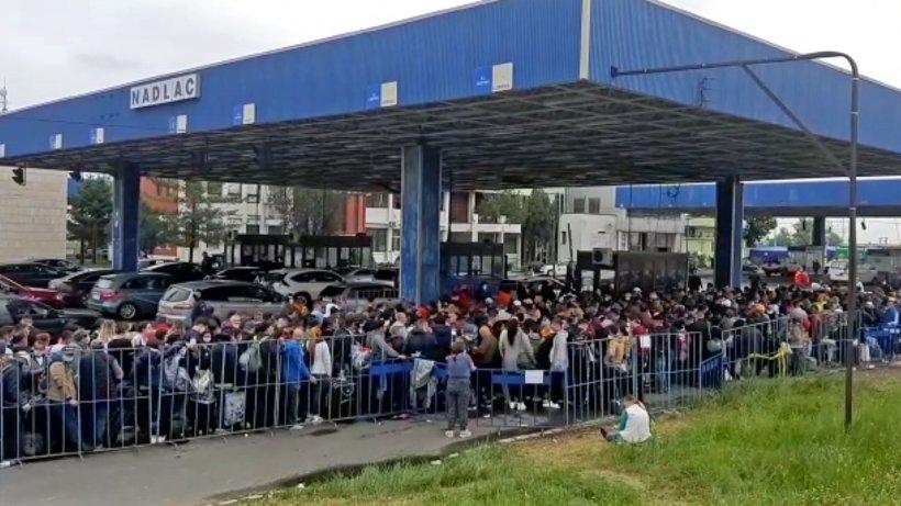 Peste 10.000 de oameni au intrat în ţară sâmbătă pe la graniţa cu Ungaria. 8.000, trimişi la izolare