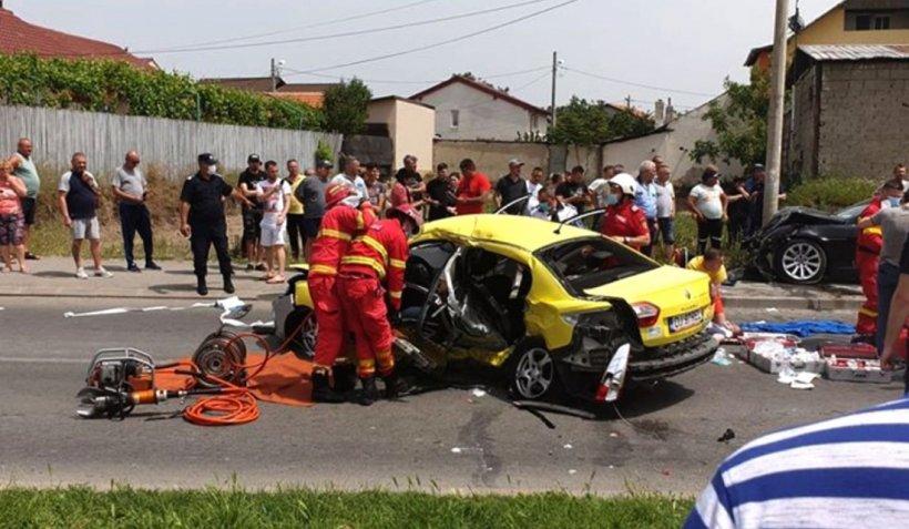 Patru morți la Craiova, printre care şi un copil de şapte ani, după ce un taxi a fost spulberat de un BMW