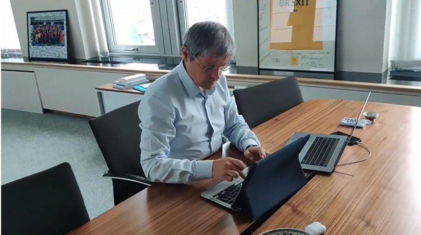 Dan Barna, ironizat de Dacian Cioloș: Eu acum chiar bat la taste, chiar scriu pe bune!