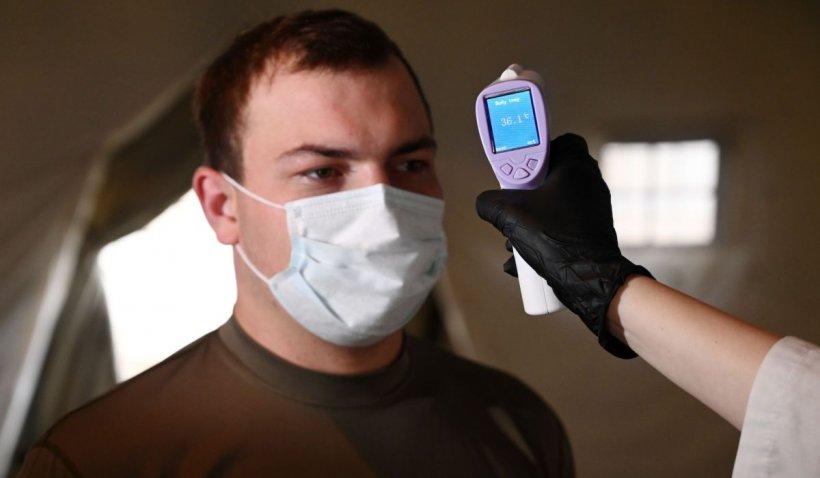 """Medic român, anunț despre măsurarea temperaturii la intrarea în magazine: """"Copiem toate prostiile internaționale"""""""
