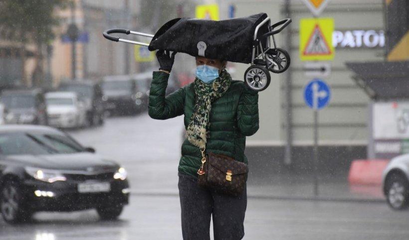 Avertizare de ploi torențiale și vijelii, valabilă până joi. Va ploua și în Capitală