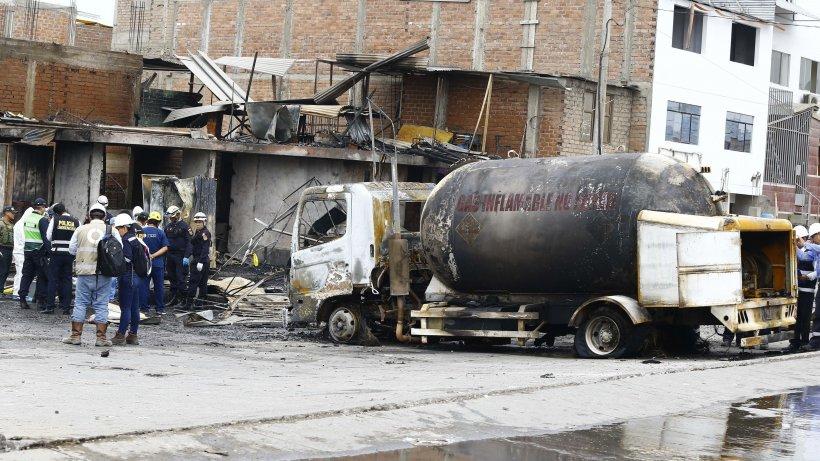 O cisternă încărcată cu motorină și benzină a luat foc pe DN 1