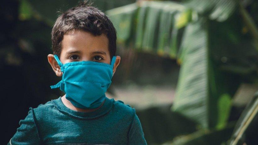 Epidemiologi britanici: Copiii ar putea să nu transmită Covid-19