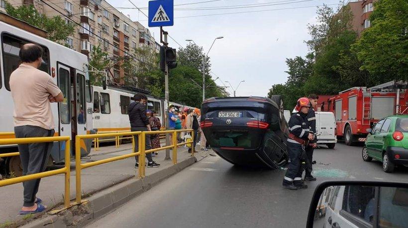 Accident în sectorul 6 al Capitalei, în Militari. O mașină s-a răsturnat