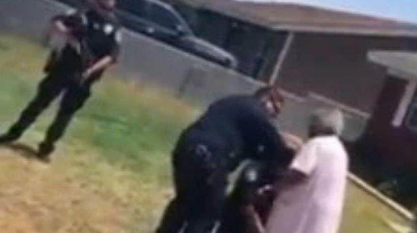 """Bunica de 90 de ani i-a sfidat pe polițiștii înarmați și s-a dus să-și liniștească nepotul de 21 de ani. """"E speriat, nu vedeți?"""" (VIDEO)"""