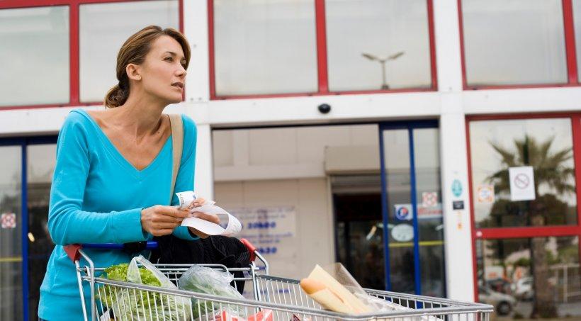 Nu agenții de pază ar trebui să verifice temperatura clienților magazinelor. Care este motivul