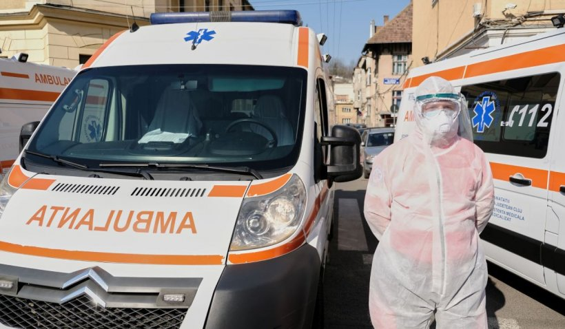 Studentă în stare critică la spital, după ce s-a aruncat de la etaj, în București