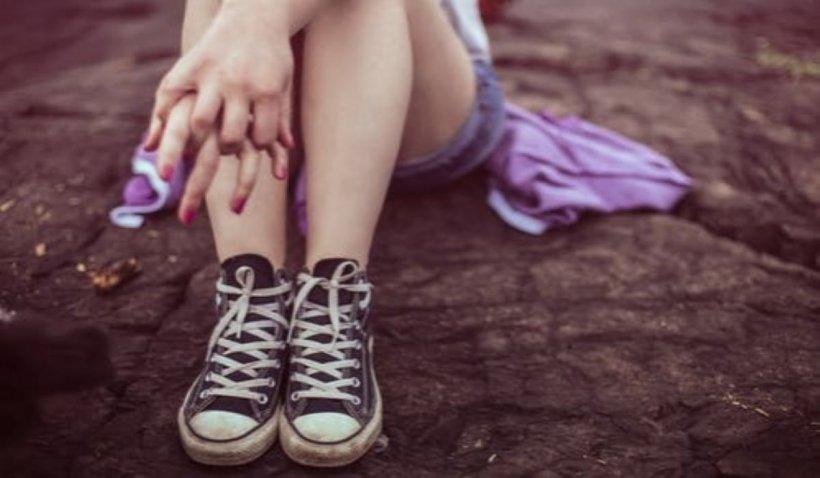 Fată de 13 ani, din Focșani, șantajată de fostul iubit cu poze indecente postate pe Facebook