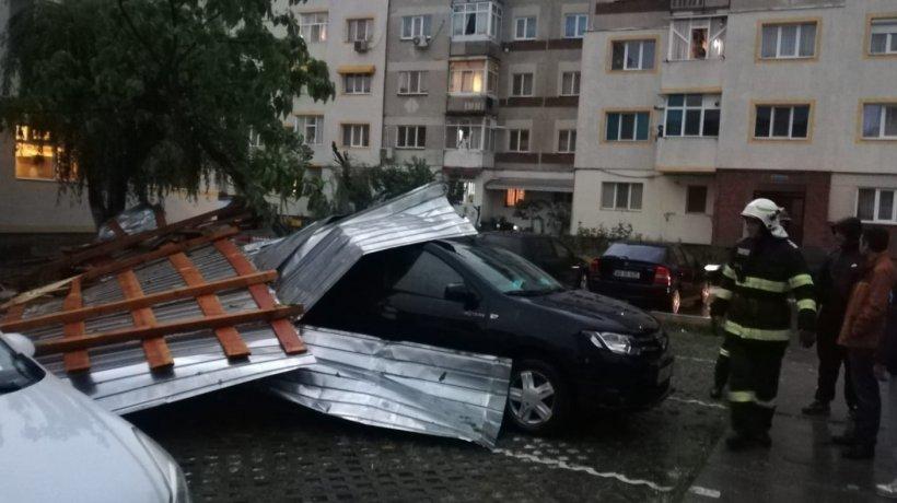 Municipiul București și alte opt județe, afectate puternic de vânt și averse torențiale