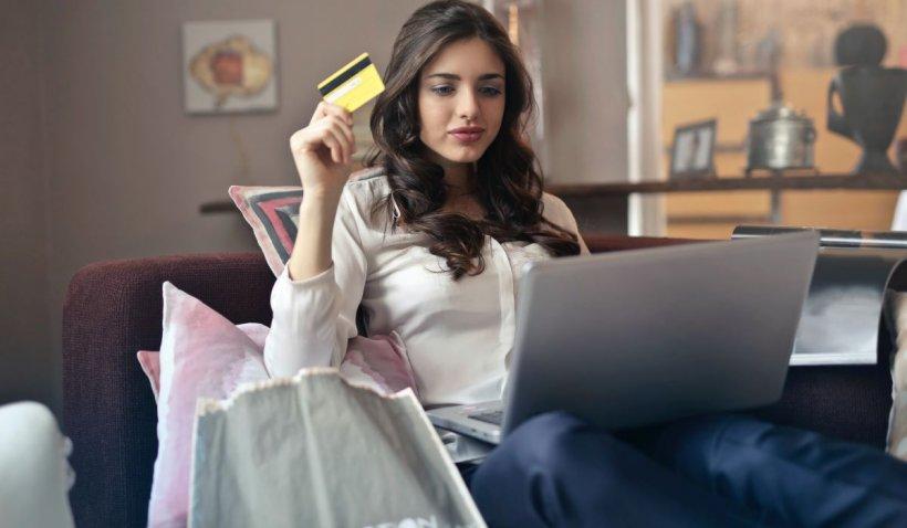 Cumpărăturile online au explodat în starea de urgență. Pe ce au cheltuit românii banii