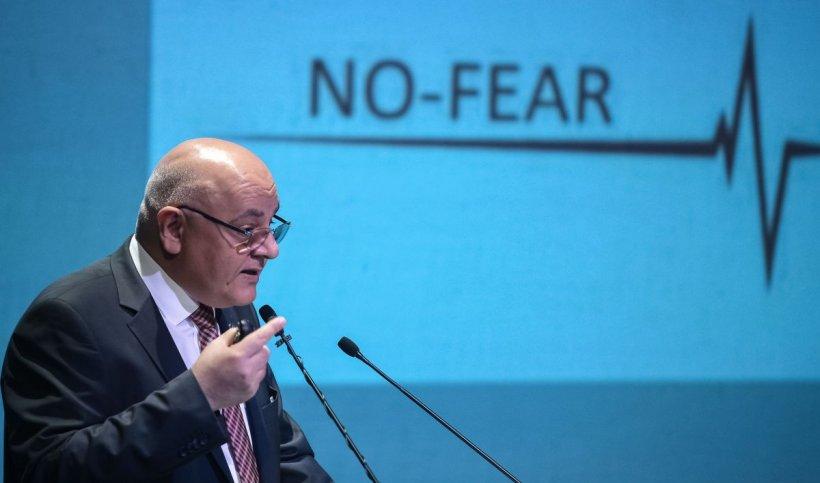Raed Arafat: Termometrul digital nu implantează chipuri, nu ia CNP-ul, nici adresa, nici datele personale