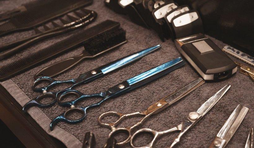 Atenție la serviciile personale! Un frizer a infectat 40 de clienți