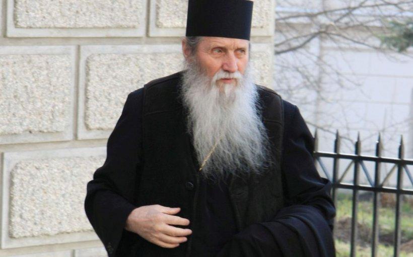 ÎPS Pimen a fost înmormântat astăzi la Sihăstria Putnei. Mii de credincioși l-au condus pe ultimul drum