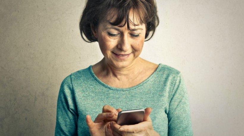 O bunică a fost obligată de judecători să şteargă toate pozele cu nepoţii ei de pe reţelele sociale