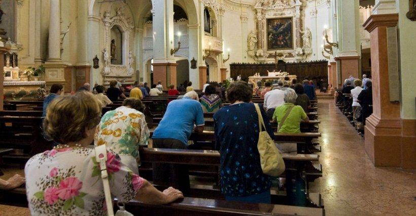 Peste 40 de persoane infectate cu coronavirus, după ce au participat la o slujbă religioasă