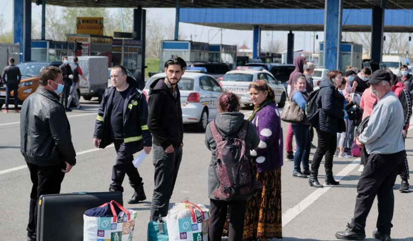 Zeci de mii de români au intrat în țară weekendul acesta, prin cele nouă puncte de frontieră