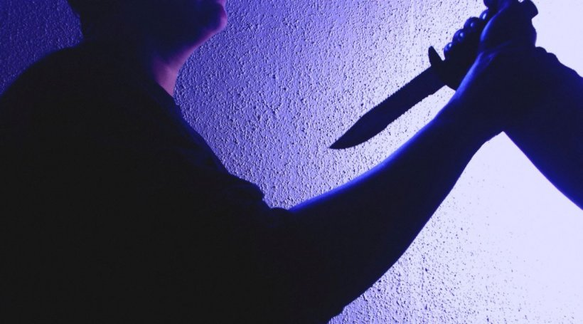 Femeie înjunghiată mortal de soț, la Vaslui. Bărbatul s-a predat poliției după ce a eșuat să se sinucidă