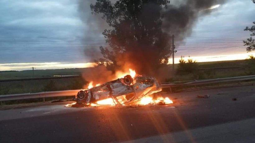 O mașină a luat foc pe Austostrada Soarelui