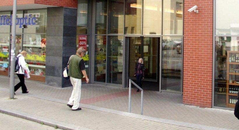 """O nouă teorie a conspirației, în România: """"Nu mai intrați pe ușile culisante în supermarket-uri - acestea dețin un câmp magnetic care…"""""""