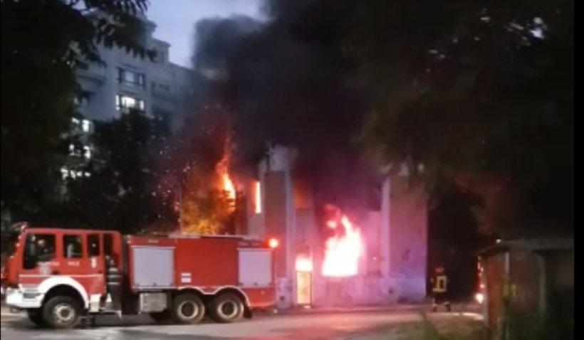 Incendiu violent în centrul Capitalei