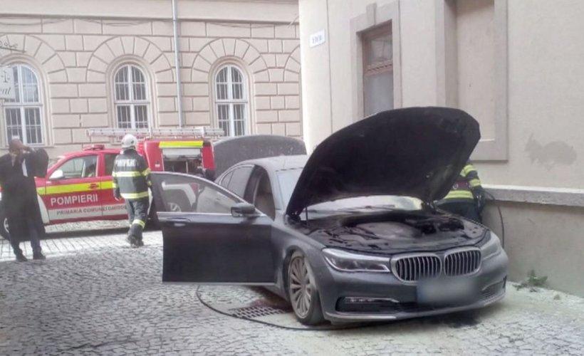 Posibilă răfuială mafiotă în Timișoara. Bolidul de lux al unui avocat celebru a fost incendiat