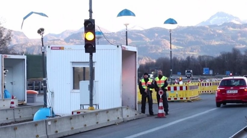 Polițiști de frontieră trimiși la granita ungaro-austriacă pentru a-i ajuta pe românii care se întorc în țară
