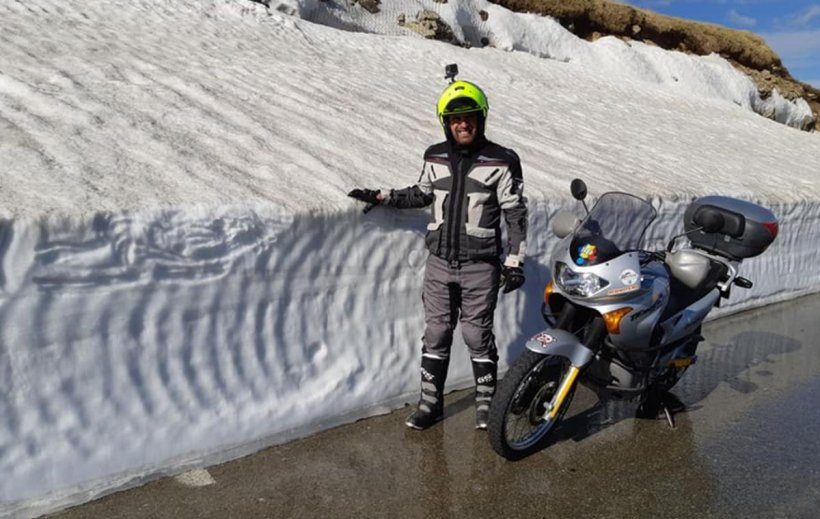 Iarna a revenit la munte. Pe Transalpina a nins