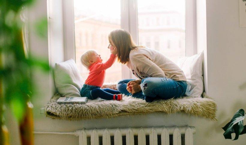 Ce condiții trebuie să îndeplinească părinții pentru a primi ajutorul de la stat pentru plata bonelor