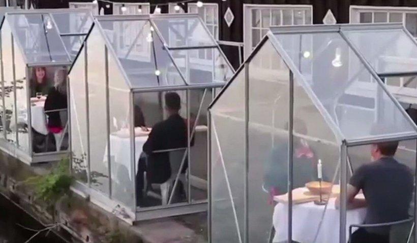 Soluții luate la terase din Olanda pentru siguranța cetățenilor, în plină pandemie