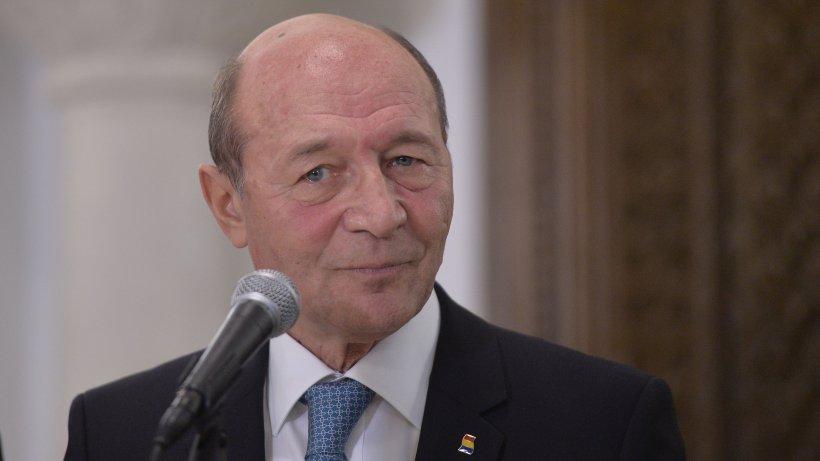 """Traian Băsescu: """"Dacă Cîţu a împrumutat 3,2 miliarde de euro ca să îi dea la pensii şi la alocaţii, e un criminal!"""""""