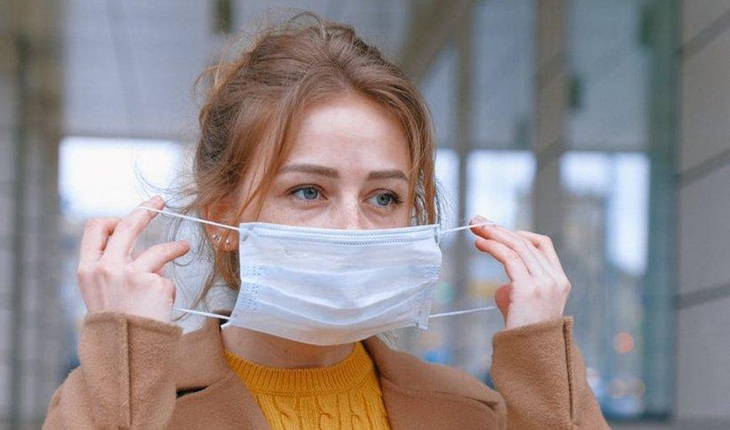 De ce nu e recomandat ca femeile să se machieze când poartă mască de protecție