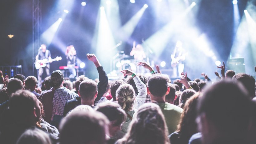 Devine oficial: Concertele și festivalurile cu peste 1.000 de persoane, interzise pe tot parcursul verii
