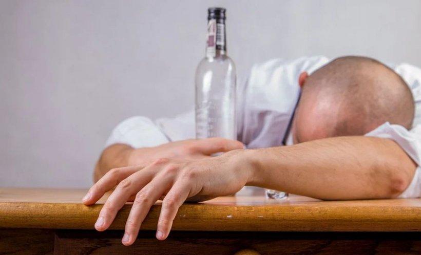 Românii beau din ce în ce mai mult alcool. Oltenii sunt sunt cei mai mari băutori