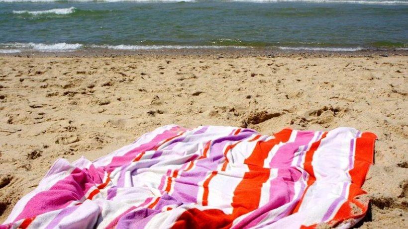 Undă verde pentru cearșafuri și prosoape la plajă, așezate la distanță de 2 doi metri