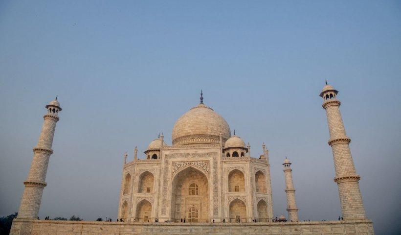 Mausoleul Taj Mahal, una din cele şapte minuni ale lumii, avariat de furtuni puternice (Video)