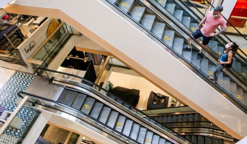 Ministrul Economiei: În două săptămâni am putea deschide mallurile!