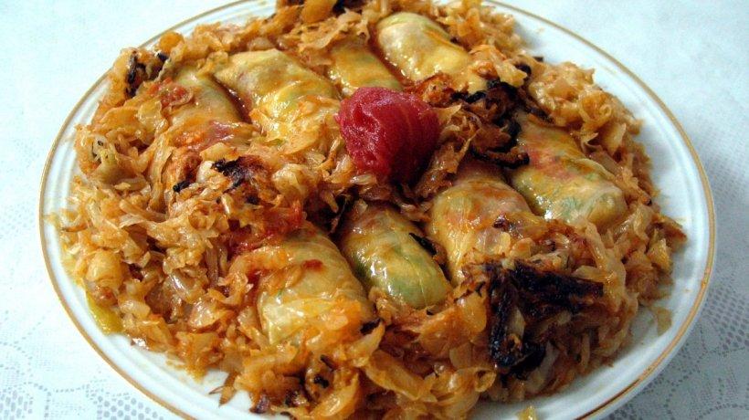 Ce au mâncat românii în prima zi la terase: ciorbă, sarmale, ciolan de porc, rață cu varză și papanași
