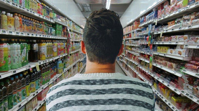Un tânăr a făcut scandal într-un supermarket pentru că i s-a spus să-și pună masca de protecție