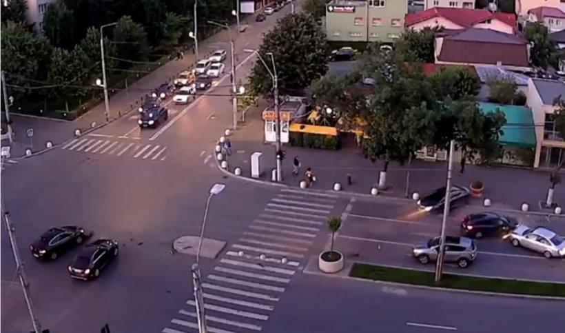 Accident spectaculos în sectorul 4 al Capitalei. Șase mașini implicate, momentul a fost filmat