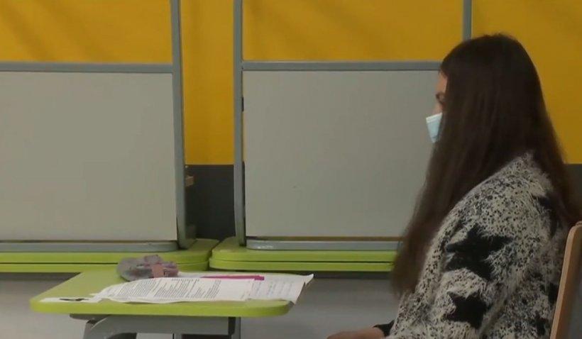 Întrebarea care îi macină pe elevi și părinți: Cu sau fără mască la examene?