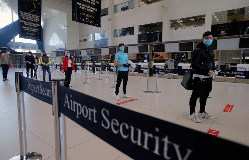 Israelieni, blocați pe Aeroportul Otopeni: 'Trebuie să așteptăm două zile în aeroport ca să ne întoarcem acasă'